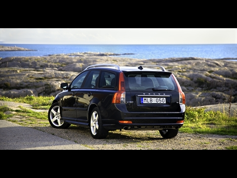 Volvo V50, S40 Changes to specs for 2011 | The Next Gear