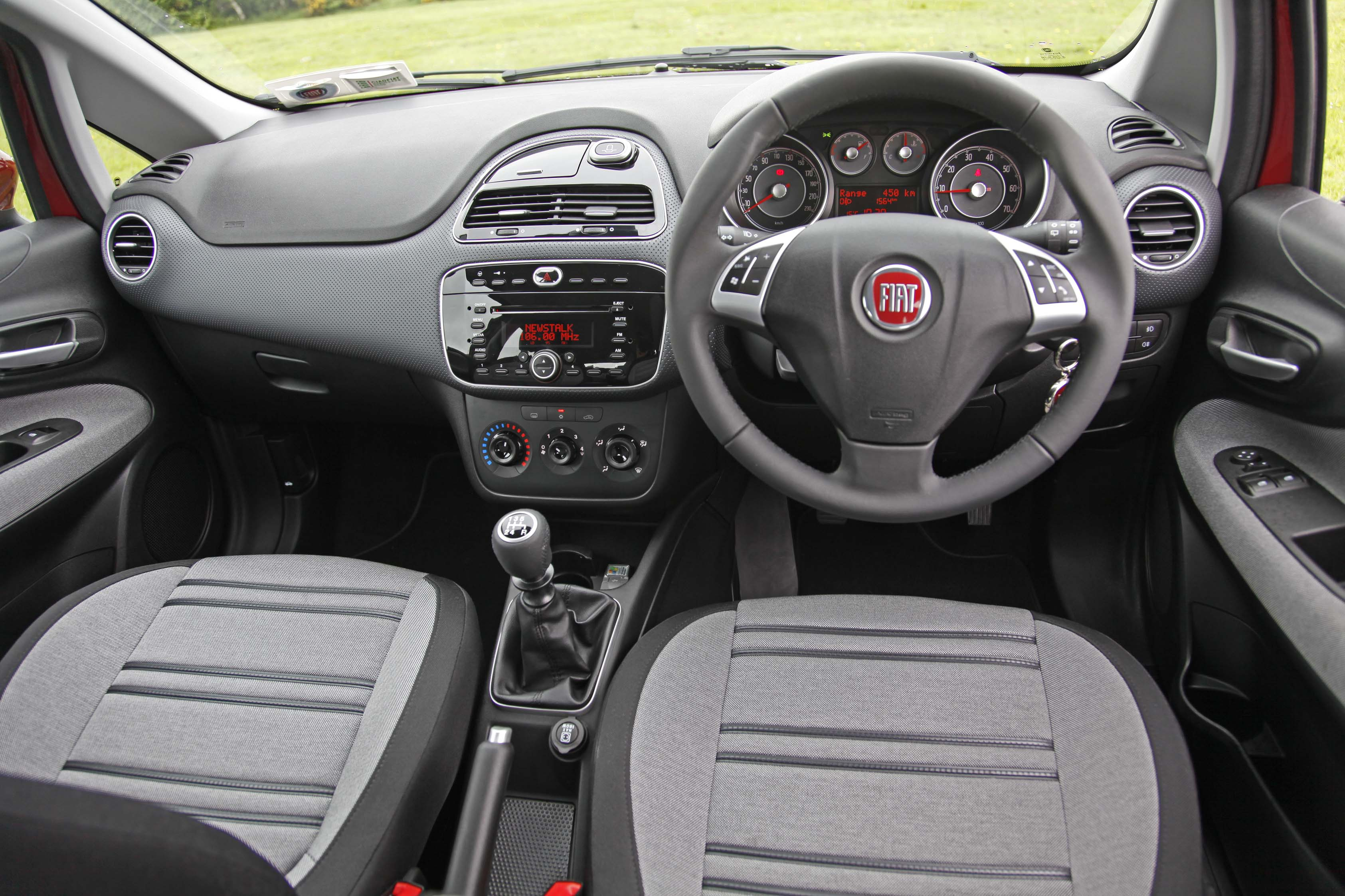 Fiat punto evo 1 2 dynamic the next gear for Fiat punto 1 interieur
